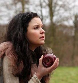 Snow White eats apple